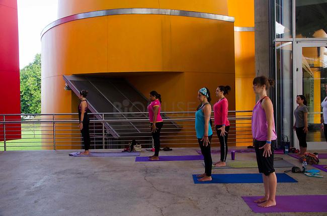 Yoga en el Biomuseo, Panamá 22 de febrero de 2015.©Victoria Murillo/Istmophoto.com