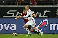 Arjen Robben (Bayern) gegen Bastian Oczipka (Eintracht) - Eintracht Frankfurt vs. FC Bayern München, Commerzbank Arena