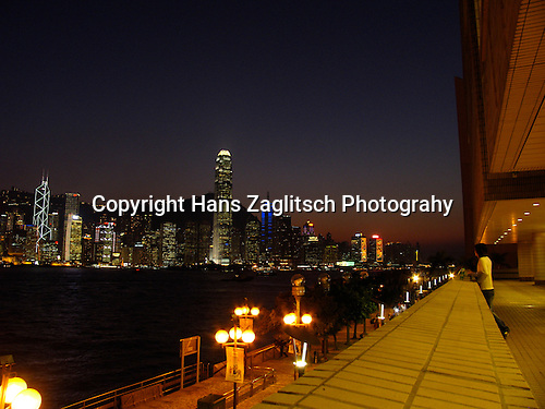 Victoria Harbour and the skyline of Hongkongs Central District in the evening.