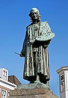 Standbeeld van Jeroen Bosch op de Markt in Den Bosch