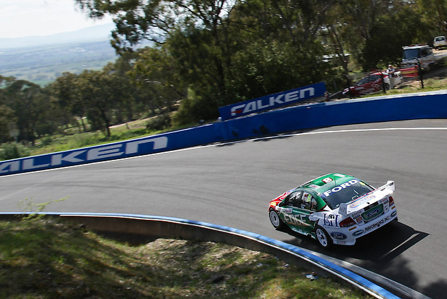 Friday Morning V8 Supercars Practice sessions at the Supercheap Auto Bathurst 1000, Mount Panorama Raceway