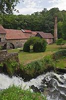 Europe/France/Aquitaine/24/Dordogne/Payzac: Papeteries de Vaux  - la chute d'eau sur  le ruisseau des Belles-Dames , également appelé ruisseau de l'Orne - Ecomusée Européen du papier de paille-   La production de la papeterie de Vaux consistait en la fabrication de papier de paille de seigle, principalement utilisé dans l'alimentation et l'emballage.