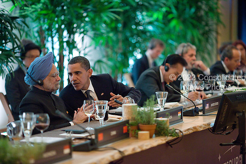 Pittsburgh, PA - September 24, 2009 -- United States President Barack Obama talks with Prime Minister Dr. Manmohan Singh of India during a G-20 leaders working dinner at the Phipps Conservatory and Botanical Gardens in Pittsburgh, Pennsylvania, September 24, 2009. .Mandatory Credit: Pete Souza - White House via CNP