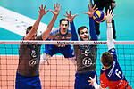 13.12.2017, Fraport Arena, Frankfurt<br />Volleyball, DVV-Pokal, Halbfinale, United Volleys RheinMain vs. VfB Friedrichshafen<br /><br />Block / Doppelblock Jakob GŸnthšr / Guenthoer (#12 Friedrichshafen), David Sossenheimer (#5 Friedrichshafen) - Angriff Robert Adrian Aciobanitei (#6 RheinMain)<br /><br />  Foto &copy; nordphoto / Kurth