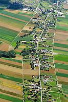 Strassendorf: EUROPA, POLEN, 21.7.2013: Starssendorf Wilkow, Niederschlesien