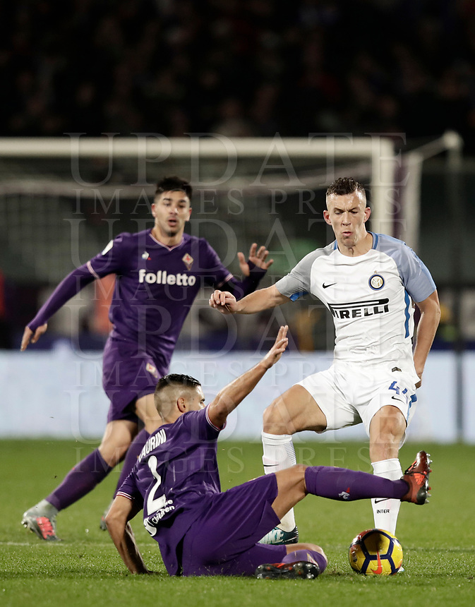 Calcio, Serie A: Fiorentina - Inter, stadio Artemio Franchi Firenze 5 gennaio 2018.<br /> Inter's Ivan Perisic (r) in action with Vincent Laurini (l) during the Italian Serie A football match between Fiorentina and Inter Milan at Florence's Artemio Franchi stadium, January 5 2018.<br /> UPDATE IMAGES PRESS/Isabella Bonotto