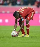 FUSSBALL   1. BUNDESLIGA  SAISON 2012/2013   21. Spieltag  FC Bayern Muenchen - FC Schalke 04                     09.02.2013 David Alaba (FC Bayern Muenchen) legt sich dem Ball fuer den Elfmeter zum 1:0 zurecht