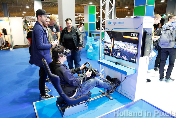 Nederland Utrecht 2016 05 26. Campus Party Europe in de Jaarbeurs. Technologie Beurs. Man probeert de Oculusbril uit.<br /> Nederland Utrecht 2016 05 26. Campus Party is the greatest technological experience of the world which brings together young geeks &amp; aspiring entrepreneurs in a festival of innovation, creativity, science, digital entertainment &amp; entrepreneurship. Foto Berlinda van Dam / Hollandse Hoogte