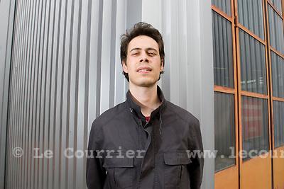 """Genève, le 21.04.2009.Charles Heller, réalisateur du film documentaire, """" Home Sweet Home, le régime migratoire Helvétique..© Le Courrier / J.-P. Di Silvestro"""