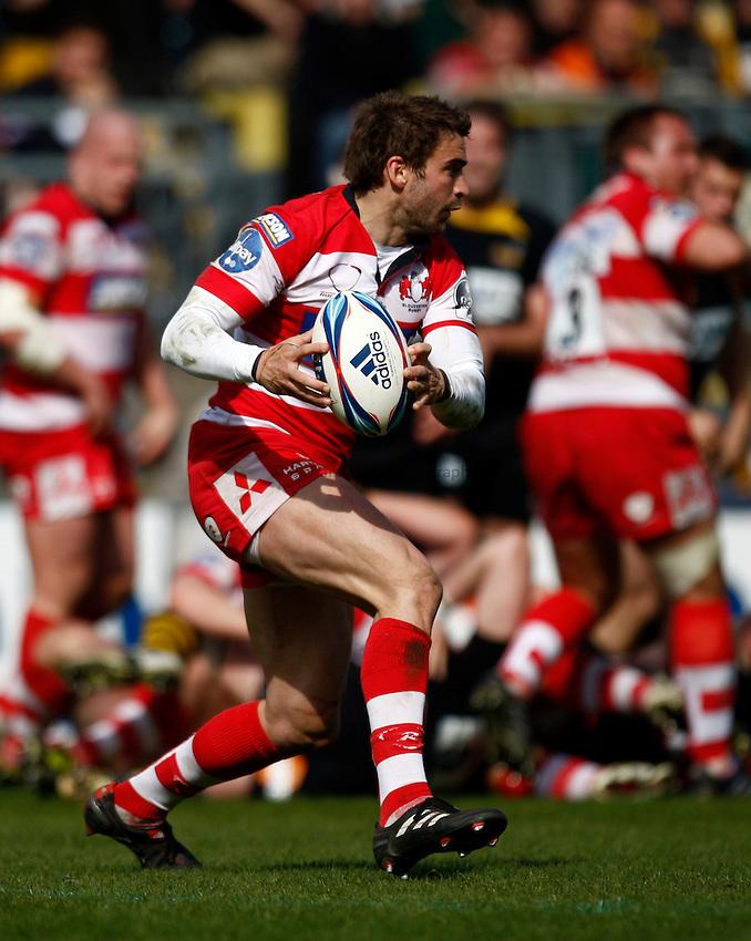 Photo: Richard Lane/Richard Lane Photography. London Wasps v Gloucester Rugby. Amlin Challenge Cup Quarter Final. 11/04/2010. Gloucester's Nicky Robinson attacks.