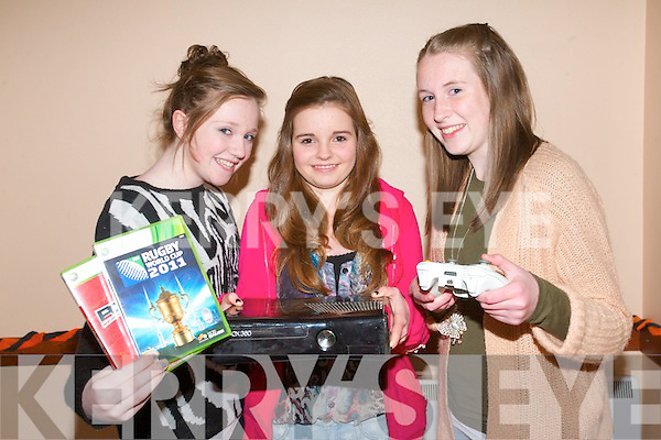 Keel/Castlemaine Youth Club are calling on people to donate sports and games consoles to the club to help entertain teenagers at the weekly meeting. .L-R Niamh Ladden, Claire O'Brien and Tara Pigott.