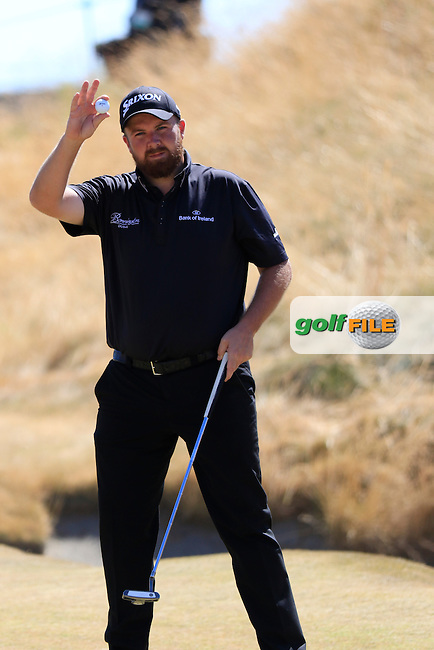 Shane LOWRY (IRL) sinks his birdie putt on the 6th green during Sunday's Final Round of the 2015 U.S. Open 115th National Championship held at Chambers Bay, Seattle, Washington, USA. 6/21/2015.<br /> Picture: Golffile | Eoin Clarke<br /> <br /> <br /> <br /> <br /> All photo usage must carry mandatory copyright credit (&copy; Golffile | Eoin Clarke)