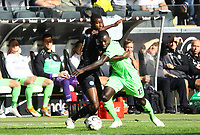 Evan N'Dicka (Eintracht Frankfurt) gegen Ihlas Bebou (Hannover 96) - 30.09.2018: Eintracht Frankfurt vs. Hannover 96, Commerzbank Arena, DISCLAIMER: DFL regulations prohibit any use of photographs as image sequences and/or quasi-video.
