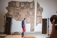 """Am Museumsstandort Dahlem werden ca.  20.000 Objekte des Ethnologischen Museums und des Museums fuer Asiatische Kunst fur den Umzug in das Humboldt Forum vorbereitet.<br /> Im Bild: Ein buddhistisches Wandgemaelde aus der """"Schatzhoehle"""" an der noerdlichen Seidenstrasse wird fuer den Transport vorbereitet.<br /> 4.7.2019, Berlin<br /> Copyright: Christian-Ditsch.de<br /> [Inhaltsveraendernde Manipulation des Fotos nur nach ausdruecklicher Genehmigung des Fotografen. Vereinbarungen ueber Abtretung von Persoenlichkeitsrechten/Model Release der abgebildeten Person/Personen liegen nicht vor. NO MODEL RELEASE! Nur fuer Redaktionelle Zwecke. Don't publish without copyright Christian-Ditsch.de, Veroeffentlichung nur mit Fotografennennung, sowie gegen Honorar, MwSt. und Beleg. Konto: I N G - D i B a, IBAN DE58500105175400192269, BIC INGDDEFFXXX, Kontakt: post@christian-ditsch.de<br /> Bei der Bearbeitung der Dateiinformationen darf die Urheberkennzeichnung in den EXIF- und  IPTC-Daten nicht entfernt werden, diese sind in digitalen Medien nach §95c UrhG rechtlich geschuetzt. Der Urhebervermerk wird gemaess §13 UrhG verlangt.]"""