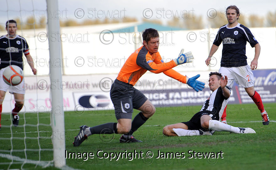 Pars' Andrew Barrowman scores Dunfermline's first   ...