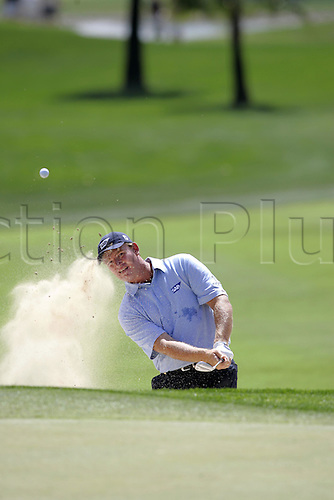 6 March 2005: South African golfer Ernie Els (RSA) plays out of a bunker by the 1st green during the fourth round of the Dubai Desert Classic held on the Majlis Course at the Emirates Golf Club, Dubai, United Arab Emirates. Els won by one stroke after finishing on 19 under par. Photo: Neil Tingle/Action Plus..050306 male man men golf golfer golfers sand trap bunker bunkers