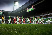 FUSSBALL   1. BUNDESLIGA    SAISON 2012/2013    12. Spieltag   SV Werder Bremen - Fortuna Duesseldorf               18.11.2012 Auflaufen der Mannschaften ins Bremer Weserstadion