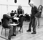 """King Lear"" rehearsed reading rehearsals. Old Vic Theatre. Director: Jonathan Miller. L to R: Joss Ackland, Tam Williams, Vernon Dobtcheff, Felicity Dean, Tony Britton, Jonathan Miller, Greta Scacchi."