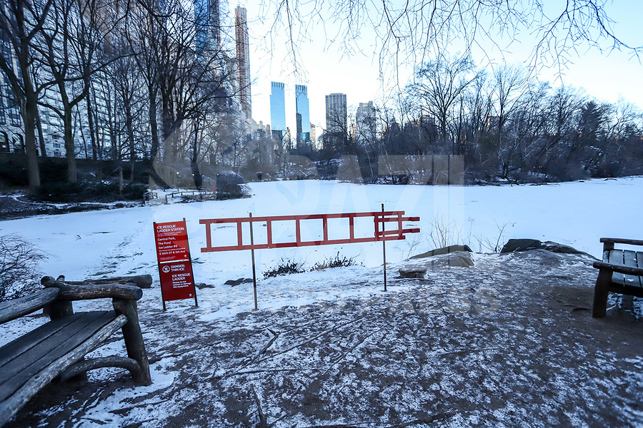 NOVA YORK, EUA, 31.01.2019 - CLIMA-EUA - Movimentação na região do Central Park em Nova York nos Estados Unidos nesta quinta-feira, 31. Hoje foi o dia mais frio do ano na cidade. (Foto: Vanessa Carvalho / Brazil Photo Press)
