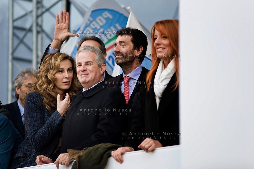 Alcuni esponenti del Popolo della Libertà sul palco durante una manifestazione del partito in Piazza San Giovanni