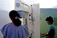 Laboratório de análises clínicas. São Paulo. 1997. Foto de Juca Martins.
