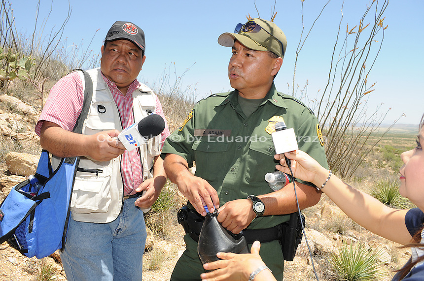 Sasabe, Arizona – Andy Adame, Border Patrol Special Operations Supervisor, shows reporters a black plastic container with water. Adame told reporters that drug smugglers use this color container to avoid light reflections. U.S. Customs Border Protection (CBP) transported journalists to this remote area where they walked through a 1.3 miles trail during a two-day event organized by the Tucson Sector Border Patrol. The event brought national and international journalists to the Arizona desert to become acquainted with the dynamics of this area. This area is located near the Sasabe Port of Entry, a border-crossing station located in southern Arizona, and about 70 miles from the City of Tucson. Sasabe is one of the most isolated ports along the 2,000-mile U.S.-Mexico border, and it connects the towns of Sasabe, Arizona and El Sasabe, Sonora (Mexico). The border-crossing station is located in one of the busiest human and drug smuggling corridors of the U.S.-Mexico border. Photo by Eduardo Barraza © 2012