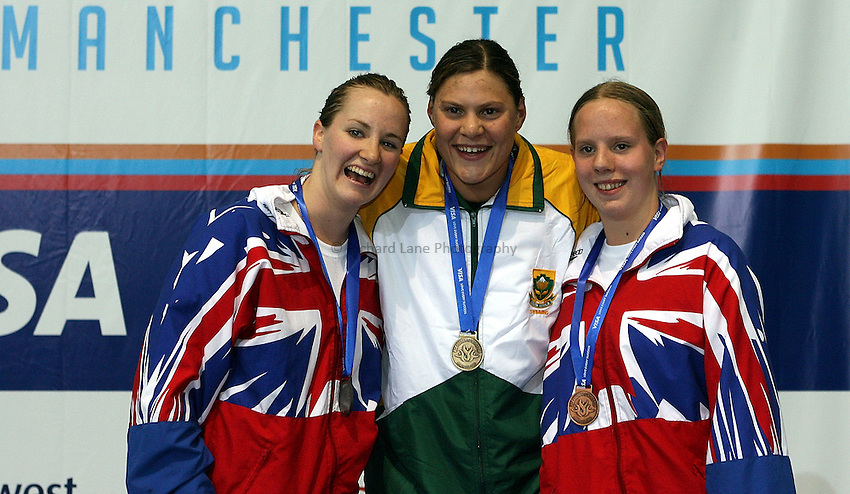 Photo: Paul Thomas..VISA Paralympic World Cup 2007. Swimming. 12/05/2007...Womens S9 100m Freestyle, (L-R) Claire Cashmore of Great Britain, Natalie Du Toit of South Africa and Louise Watkin of Great Britain.