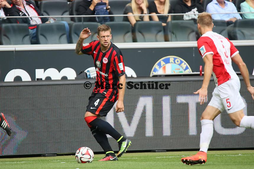 Marco Russ (Eintracht) gegen Ragnar Klavan (Augsburg) - Eintracht Frankfurt vs. FC Augsburg, Commerzbank Arena