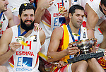 Spain's national basketball team players and gold medalists Nikola Mirotic and Felipe Reyes pose for the photo  after European championship basketball final match between Spain and Lithuania on September 20, 2015 in Lille, France  (credit image & photo: Pedja Milosavljevic / STARSPORT)