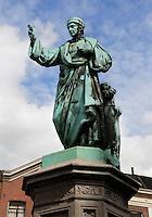 Laurens Janszoon Coster, mede uitvinder van de boekdrukkunst. Standbeeld in Haarlem