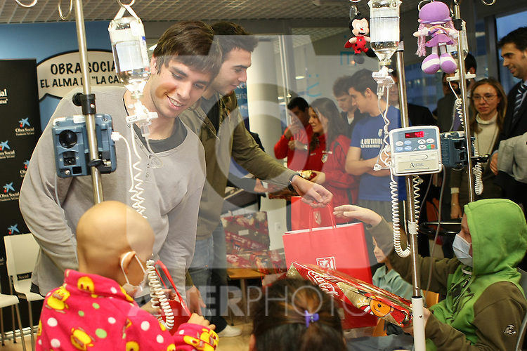 "Atletico de Madrid's player Leandro Cabrera (l) and Roberto Jimenez during a visit to the Children's Hospital ""La Paz"" in Madrid. January 04 2010..(ALTERPHOTOS/Acero)."