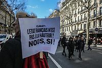 Manifestazione per il clima Manifestanti con cartelli a favore di interventi per il clima