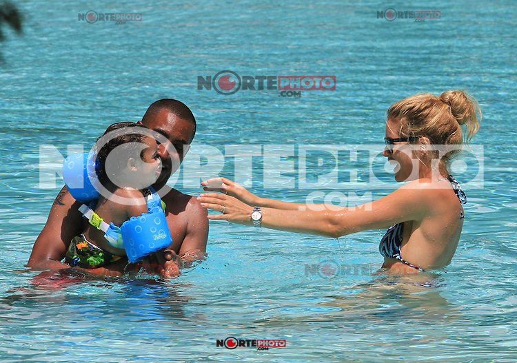MRPIXX.COM - 21JUNE12.MIAMI BEACH, FLORIDA.Dutch model Doutzen Kroes shows off her amazing figure in an orange bikini as she spends a day at the pool with husband DJ Sunnery James and their 17 month old son Phyllon Joy Gorre. The couple were seen sharing a passionate kiss by the pool. Miami, FL.NON EXCLUSIVE BY MRPIXX.COM