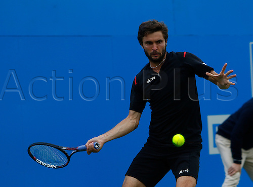 15.06.2016. Queens Club, London, England. Aegon Queens Tennis Championships Day Three. Gilles Simon (FRA) hits a forehand in his 1st round match against Kyle Edmund (GBR).