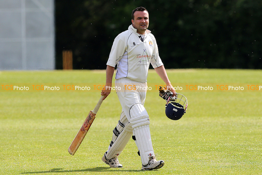 Springfield CC (fielding) vs Hornchurch Athletic CC - Mid-Essex Cricket League at Coronation Park, Chelmsford  - 30/05/15 - MANDATORY CREDIT: Gavin Ellis/TGSPHOTO - Self billing applies where appropriate - contact@tgsphoto.co.uk - NO UNPAID USE