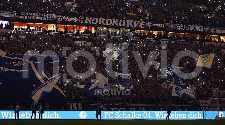 Fussball  1. Bundesliga  Saison 2015/2016  13. Spieltag in Gelsenkirchen FC Schalke 04 - FC Bayern Muenchen     21.11.2015 Fans vom FC Schalke auf der Nordkurve in der Schalker Arena