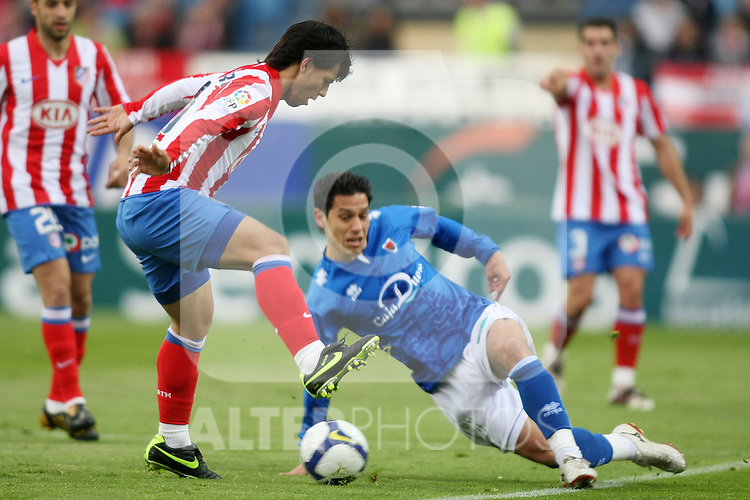 Atletico de Madrid's Sergio Aguero (l) and Numancia's Javier Del Pino  during La Liga match. April 18 2009. .(ALTERPHOTOS/Acero).
