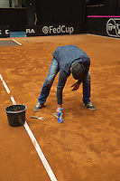 The Netherlands, Den Bosch, 16.04.2014. Fed Cup Netherlands-Japan, Repairing the clay cpurt<br /> Photo:Tennisimages/Henk Koster