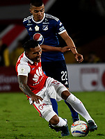 BOGOTÁ - COLOMBIA, 06-05-2018: Wilson Morelo (Izq.) jugador de Independiente Santa Fe, disputa el balón con Jhon Duque (Der.) jugador de Millonarios, durante partido de la fecha 19 entre Independiente Santa Fe y Millonarios, por la Liga Aguila I 2018, en el estadio Nemesio Camacho El Campin de la ciudad de Bogota. / Wilson Morelo (Izq.) player of Independiente Santa Fe struggles for the ball with Jhon Duque (R) player of Millonarios, during a match of the 19th date between Independiente Santa Fe and Millonarios, for the Liga Aguila I 2018 at the Nemesio Camacho El Campin Stadium in Bogota city, Photo: VizzorImage / Luis Ramírez / Staff.