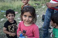 accampamento di migranti a Subotiza, nei pressi della vecchia fabbrica  camp for migrants in Subotiza , near the old factory.  bambini sorridenti, un bambino fa la lingua