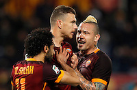 Calcio, Serie A:  Roma vs Palermo. Roma, stadio Olimpico, 21 febbraio 2016. <br /> Roma's Edin Dzeko, center, is hugged by teammates Mohamed Salah, left, and Radja Nainggolan after scoring during the Italian Serie A football match between Roma and Palermo at Rome's Olympic stadium, 21 February 2016.<br /> UPDATE IMAGES PRESS/Riccardo De Luca