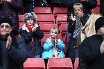 Sheffield United fans take part in a minutes applause in remembrance of Alan Hodgkinson and Martyn Harrison - Sheffield United vs Coventry City - SkyBet League One - Bramall Lane - Sheffield - 13/12/2015 Pic Philip Oldham/SportImage