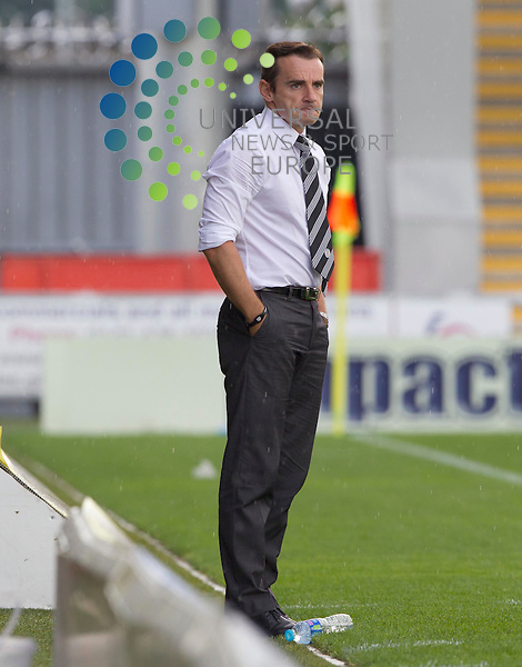 Inverness manager Terry butcher has a go at the St mirren manager Danny Lennon during the St Mirren v inverness  at St Mirren Park.Picture: Maurice McDonald/Universal News And Sport (Europe). 4 August  2012. www.unpixs.com.