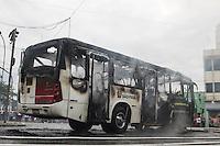 SÃO PAULO, SP, 03.03.2016- INCÊNDIO-SP - Um ônibus pegou fogo após pane elétrica, nesta quinta-feira (3), na Vila Formosa (zona leste). Não houve vítimas. (Foto: Marcos Moraes/Brazil Photo Press)