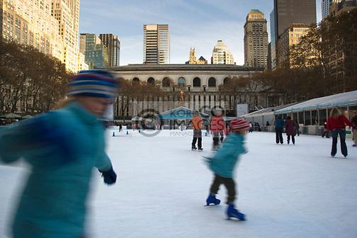 CHRISTMAS BRYANT PARK ICE RINK MANHATTAN NEW YORK CITY USA