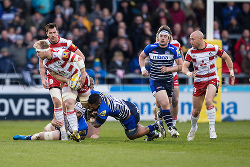 29.04.2016. AJ Bell Stadium, Salford, England. Aviva Premiership Sale Sharks versus Gloucester Rugby. Sale Sharks centre Johnny Leota tackles Gloucester Rugby lock Jeremy Thrush.