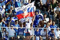 RAVENNA, ITALIA, 10 DE SETEMBRO DE 2011 - COPA DO MUNDO DE BEACH SOCCER - Torcedor russo provoca torcida de El Salvador apos vitoria no Stadium Del Mare durante partida contra El Salvador, pelas semi-finais da Copa do Mundo de Beach Soccer  em Ravenna, na Italia, neste sabado (10). (FOTO: WILLIAM VOLCOV - NEWS FREE).