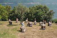 L'isola Comacina, è l'unica isola del lago di Como. Ricca di storia e di reperti archeologici. Fu donata al re del Belgio che a sua volta all'inizio del '900 la cedette all'Accademia di Brera per farne un centro di artisti. Per questo l'architetto razionalista Lingeri costruì nel 1939 tre case per artisiti. Il 24 giugno di ogni anno è la festa dell'isola