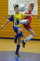 Die U11-Junioren des BWW Langenbochum, in gelb, spielen am Samstag, 07.01.12, beim 26. Euro-Cup in Herten gegen Hertha Zehlendorf (Endergebnis 0:2). 16 Teams aus Deutschland, D&auml;nemark und Polen nahmen am 26. Euro-Cup der U11-Junioren teil.<br /> Foto: Rainer Raffalski / WAZ FotoPool