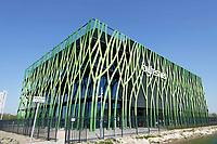 Nederland -  Groningen -  april 2019.  Bytesnet heeft op het Zernike complex in Groningen een nieuw datacenter geopend: d'Root. De voorziening beschikt onder meer over een datalab. Daarin zijn werk-, presentatie-, onderzoeks- en testruimtes beschikbaar. Daaronder bevinden zich diverse kennis- en onderzoeksinstellingen en innovatieve bedrijven uit de regio. Bytesnet is een Nederlandse aanbieder van datacenterdiensten. Het datalab biedt meer dan alleen de opslag van data en snelle verbindingen. Bytesnet spreekt over een data competence center in plaats van een datacenter. De eerste gebruiker van het datalab is Digital Society Hub. Dit is een innovatiewerkplaats van het Instituut voor Communicatie van de Hanzehogeschool Groningen. Het gebouw is een ontwerp van TEAM 4 Architecten.   Foto Berlinda van Dam / Hollandse Hoogte